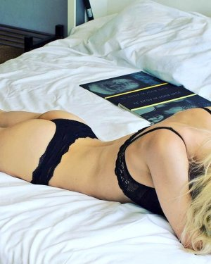 Eglantine escort girl in Stuart Florida