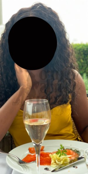 Daouia live escort in Pleasanton CA
