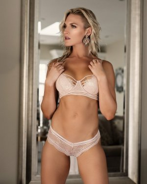Cyrina escort girl in Eagle Mountain